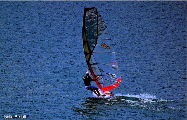 Contro la calura estiva windsurf sui laghi