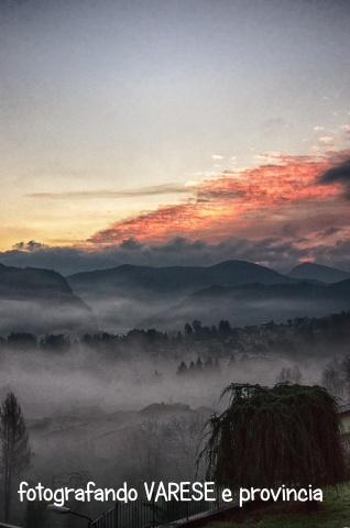 La nebbia all'alba