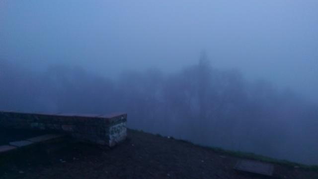 Alba nella nebbia
