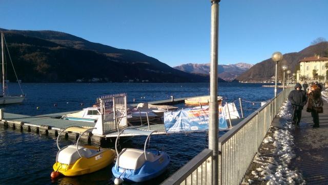 Lago e neve, panorama d'incanto