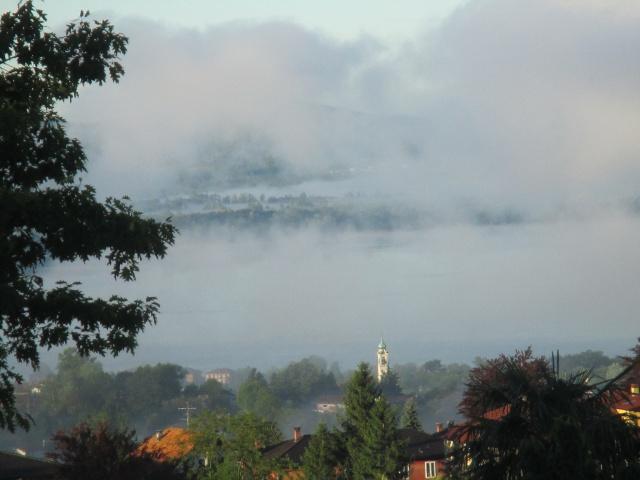 Un lago di nebbia